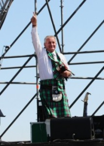 310. Oom Angus in his Mighty Men Tartan kilt.JPG.opt248x347o0,0s248x347